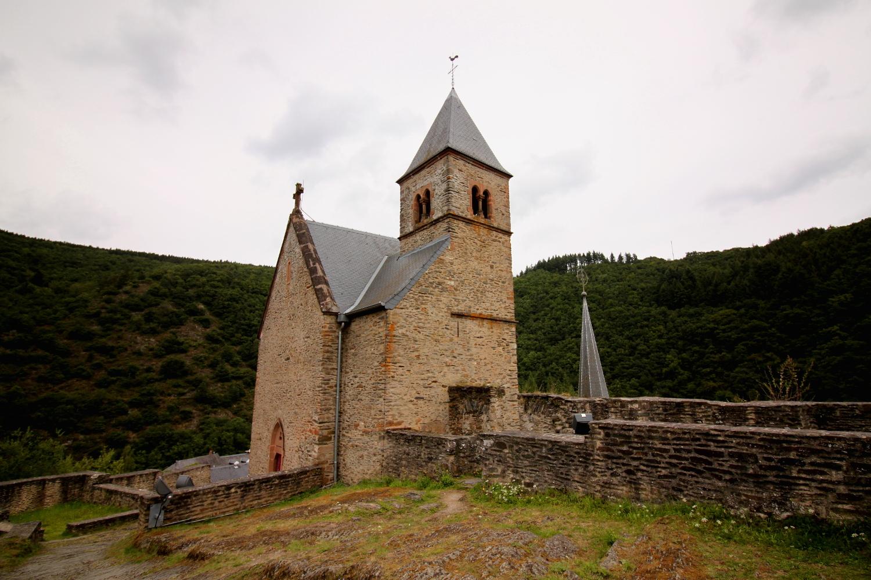 Kosciol na wzgorzu zamkowym w Esch sur Sure