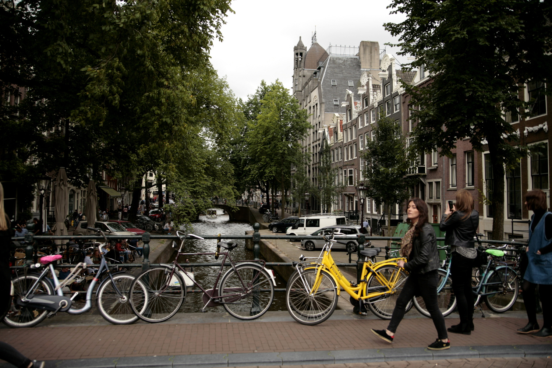 Amsterdam rowery kanaly