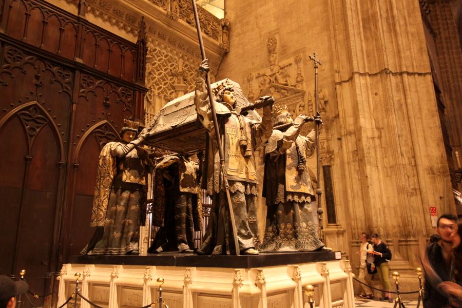 grób kolumba katedra sewilla wnętrze