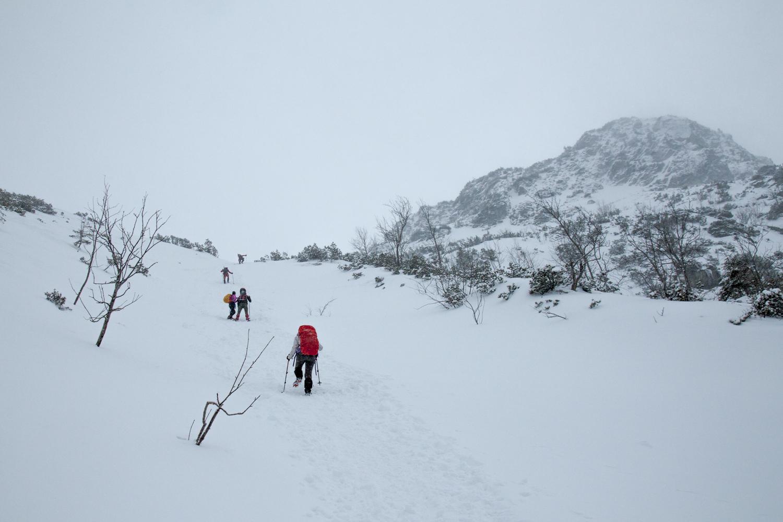 dolina pięciu stawów zima czarny szlak